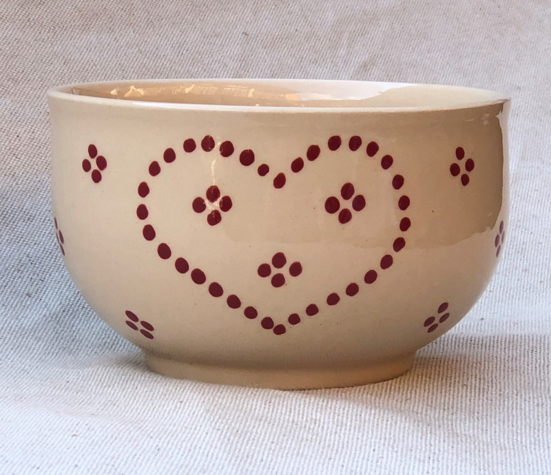 Bowl cream with heart