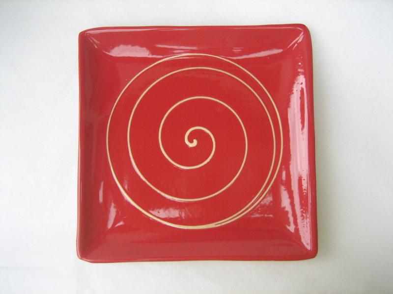 assiette carr e rouge les ustensiles de cuisine. Black Bedroom Furniture Sets. Home Design Ideas